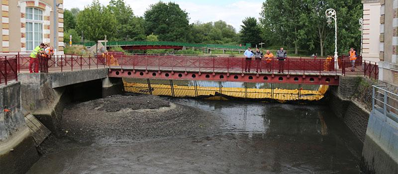 Осушение подающего канала старой гидравлической станции Ле-Мана. Река Хейснес. Вид на обезвоженную область за экраном.