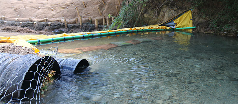 Осушение реки КАРАМЫ гибкой плотиной Water-Gate ©. Компания Foresters