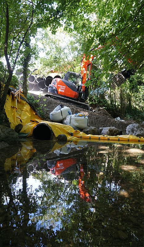 Строительство подъездного пути, защищенного гибкой перемычкой Water-Gate ©.