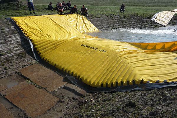 Испытание гибкой перемычки Water-Gate © WA-50, Служба гражданской безопасности Чехии